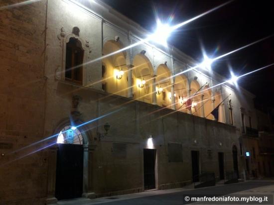 piazza,popolo,manfredonia,notte,comune,municipio,chiesa,san domenico,