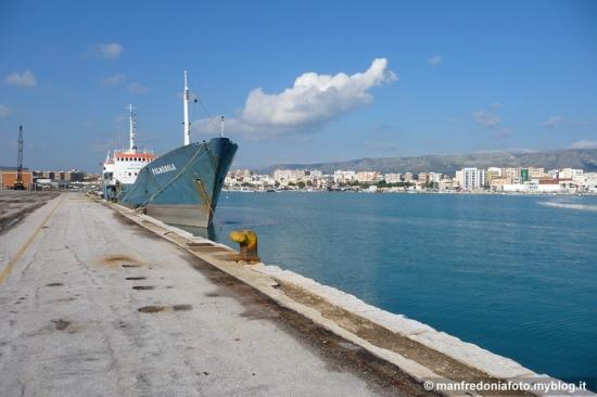 porto,manfredonia,nave,palmarola,isole,tremiti